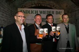 Helmut Ell, OB Dr. Thomas Jung, Fred Höfler und Horst Müller beim Bieranstich